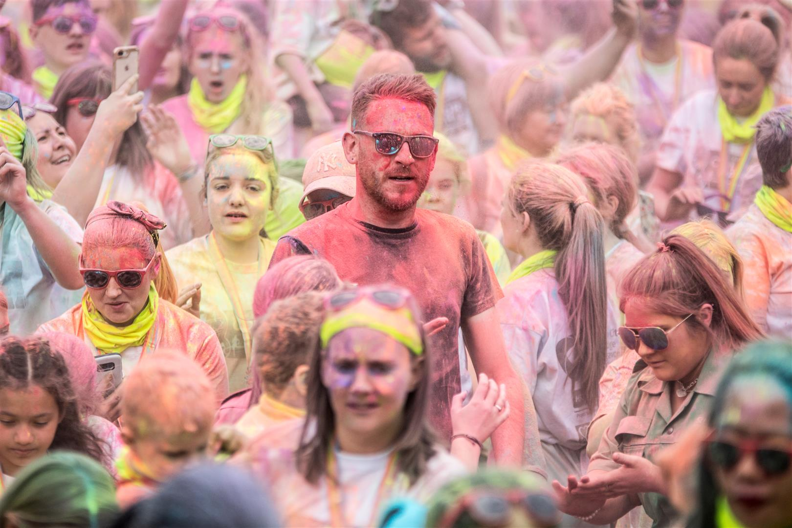 In Pictures Thousands Bring A Splash Of Colour To Lurgan