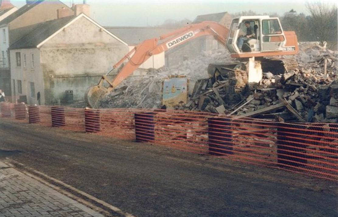 Diggers roll in to demolish Ogle Street in November 1997